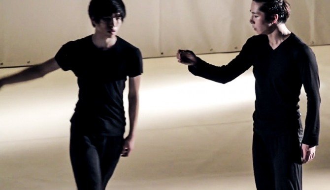 「prot-cop,원죄」(불가리아 데리다 댄스 컴퍼니)에 출연한 황찬용