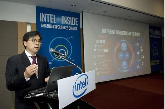 인텔코리아 나승주 상무가 21일 서울 인터컨티넨탈호텔에서 열린 기자간담회에서 인텔의 AI 사업 전략을 설명하고 있다. 사진=인텔코리아