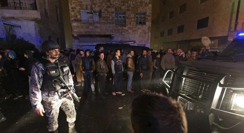 18일 (현지시간) 요르단에서 발생한 총기 테러 사건으로 캐나다 관광객 1명과 민간인 2명, 경찰관 등 10명이 숨지고 34명이 부상을 당했다 / 사진=AP 뉴시스