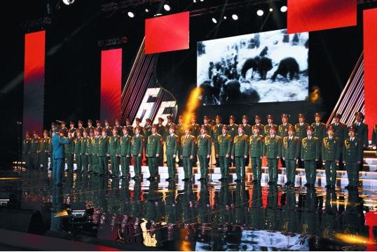 러시아군을 대표하는 합창단 알렉산드로프 앙상블이 지난 3월 모스크바에서 공연하는 모습 / 사진=AP 뉴시스