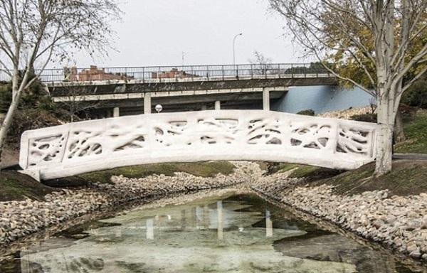 세계최초의 3D프린팅 교각. 마드리드 시내 카스티야-라-만차 공원에 설치됐다. 사진=카탈루냐첨단건축연구원
