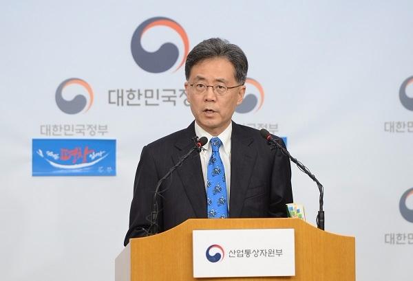 김현종 통상교섭본부장이 새 정부 출범 후 첫 통상조약 국내대책위원회를 열었다.