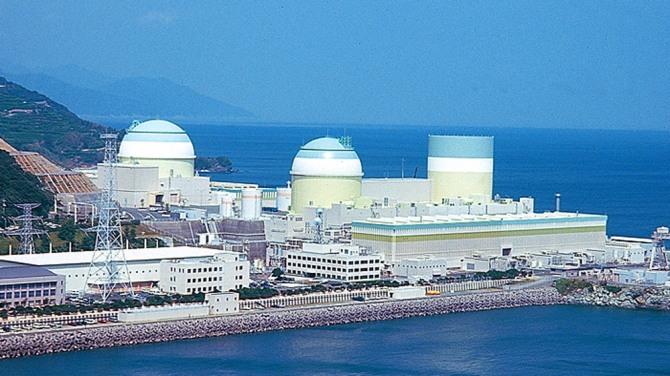 일본 시코쿠전력의 이카타원전 1호기가 폐로 작업에 돌입했다. 그러나 40년간 지속될 폐로 작업과 지역 경제 부흥의 과제는 반세기를 훌쩍 넘길 것으로 예상된다. 자료=시코쿠전력