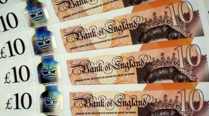 영국의 새 10파운드 짜리 지폐가 13일(현지 시간)부터 유통되기 시작했다. 이번 화폐는 종이돈이 아니라 '오만과 편견'의 작가 제인 오스틴의 초상화가 새겨진 플라스틱 폴리머다.
