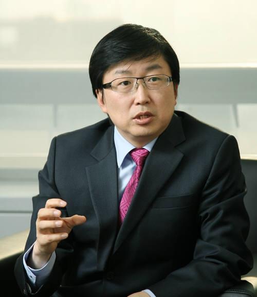 두산그룹이 ㈜두산 지주부문 내에 '최고디지털혁신(CDO)' 조직을 신설한 가운데 첫 CDO로 형원준 SAP코리아 대표를 신임 사장을 영입했다고 17일 밝혔다. 사진=두산