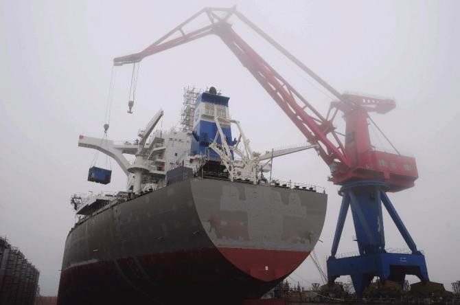 중국에 세계최대의 무인 컨테이너 부두가 들어섰다.  상하이 인근에 양산심수항이 전세계 물동량의 11%을 장악하는 거대한 항구로 커가고 있다. 부산항 평택항 인천항 등이 직격탄을 받을 것으로 보인다.