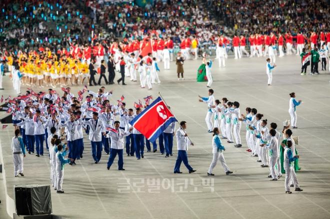 장웅 北 IOC위원이 남북 여자 아이스하키 단일팀 가능성을 언급했다. 이 가운데 남북 단일팀 구성 가능성에 대해서 궁금증이 쏠리고 있다.