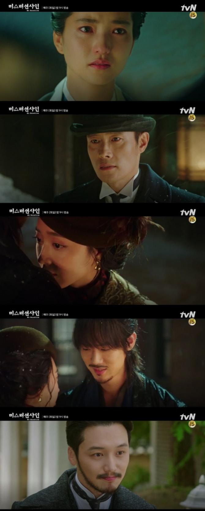 11일 오후 방송되는 tvN 토일드라마 '미스터 션샤인' 11회에서는 우연히 만난 애신(김태리)과 유진(이병헌)이 끝내 작별하는 반전이 그려진다. 사진=tvN 영상 캡처