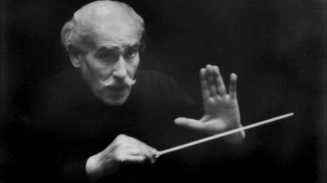 단원들에게 절대적인 영향력을 행사한 지휘자 아르투르 토스카니니.