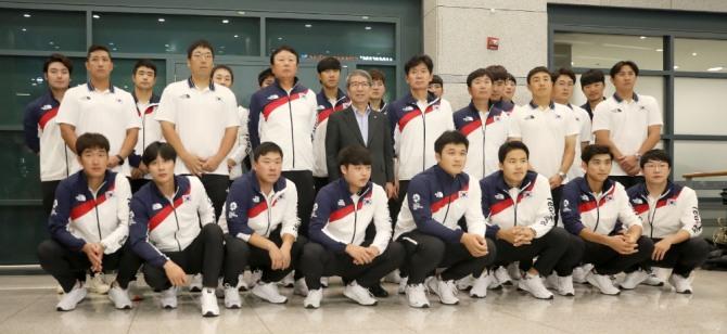 2018아시안게임에서 한국은 축구와 야구에서 금메달을 목에 걸었다. 하지만 야구 국가대표팀은 축구 국가대표팀에 비해 팬들로부터 많은 비난을 받았다. 사진=뉴시스