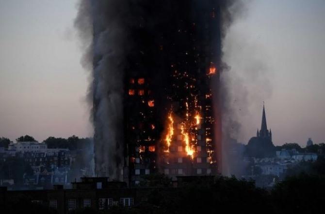 영국 그렌펠 타워는 미국 기업 3곳의 부실한 건축 자재로 인해 화재가 발생한 것으로 나타났다. 사진=로이터/뉴스1