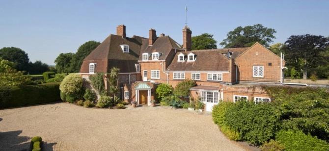 영국 첼시 주장을 지냈던 전 축구 스타 존 테리가 지난 8월 침실 7개가 딸린 18세기 호화 저택을 구매했다. 사진=세빌스