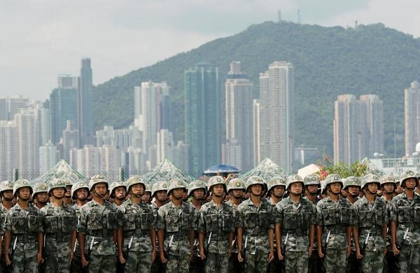 홍콩에 주둔하는 중국인민해방군의 사열모습. 사진=로이터/뉴스1