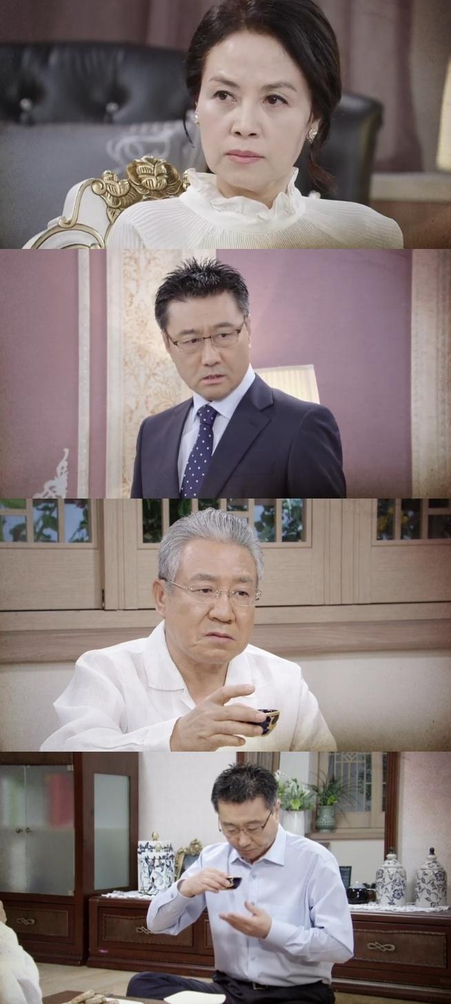 7일 밤 방송되는 KBS2TV 일일드라마 '태양의 계절' 86회에는 장정희(이덕희 분)가 최태준(최정우 분)에게 이혼을 요구하는 가운데 장 회장(정한용 분)이 40년 동안 자신을 속여 왔던 최태준에게 독주를 건네 독살하려는 충격 반전이 그려진다. 사진=KBS2TV '태양의 계절' 86회 예고 영상 캡처