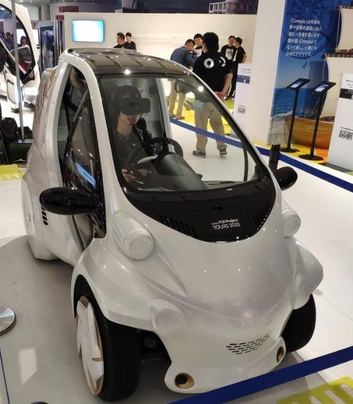 '도쿄 모터쇼 2019'에 경차보다 더 작은 초소형 전기차가 등장해 눈길을 끌고 있다. 도쿄 모터쇼 2019는  24일 도쿄 시내 국제전시장 '빅사이트'에서 개막해 다음달 4일까지 열린다.
