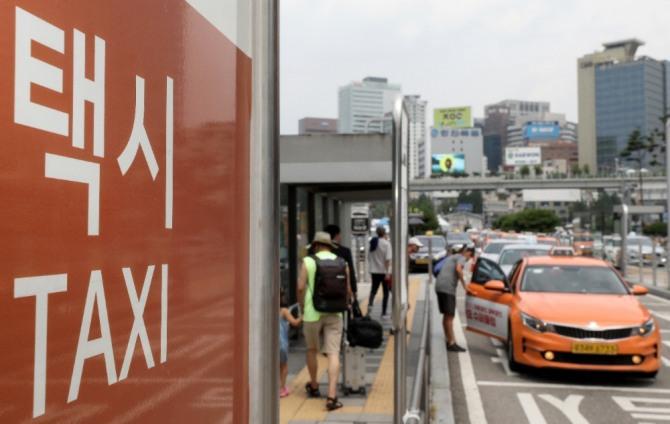 서울시내 법인과 개인택시 운전자들의 고령화가 심각한 것으로 나타났다.사진=뉴시스