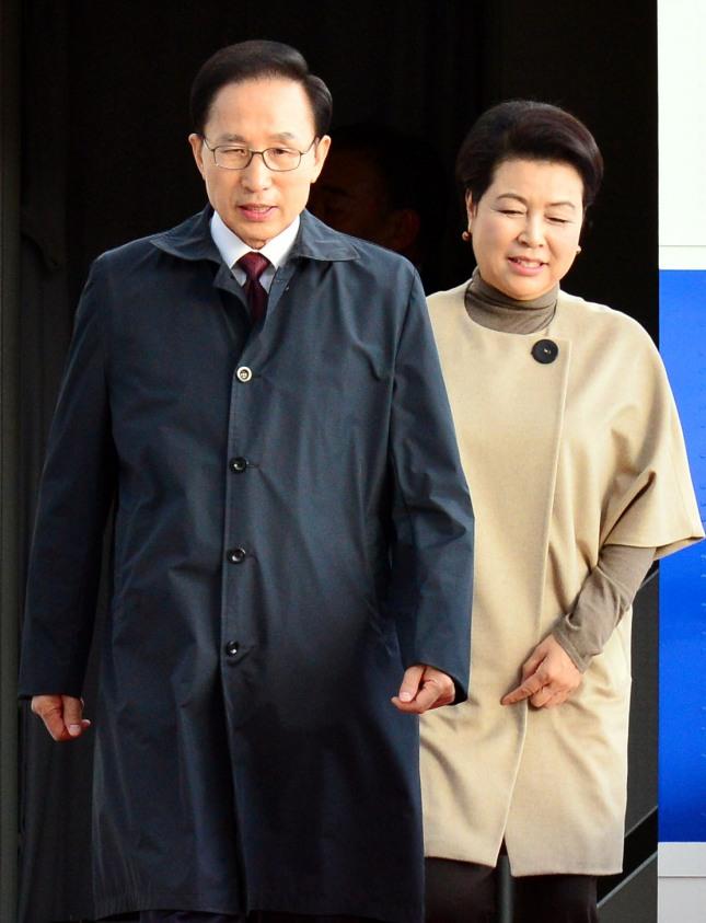 뼈형의 기질을 가진 '가슴형' 이명박 전 대통령과 '비만형' 김윤옥 여사는 찰떡궁합을 이뤄 해로하고 있다.