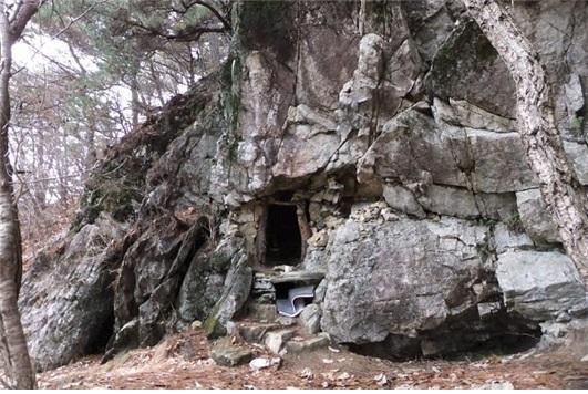 천등산에 있는 천등굴