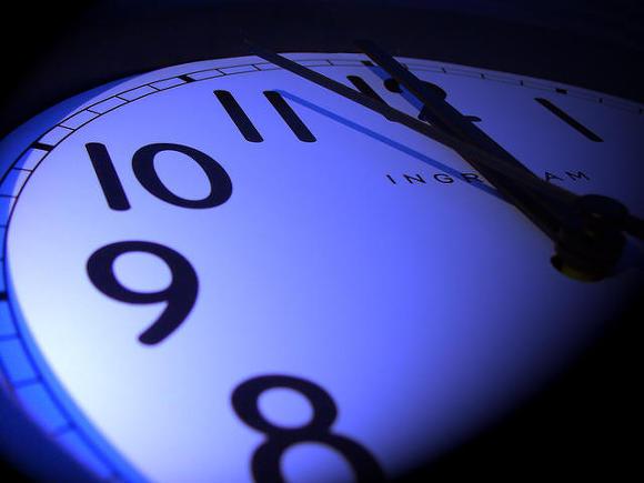 시간과 나이의 상관관계를 살펴보면 젊을수록 정보를 처리하는 양이 많고, 나이들수록 정보를 처리하는 양이 줄어들면서 시간이 더 빨리 가는 것처럼 느껴진다.