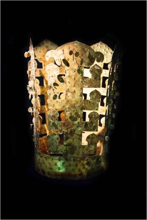 상주에서 출토된 삼국시대 출자형 세움장식 금동관, 상주박물관