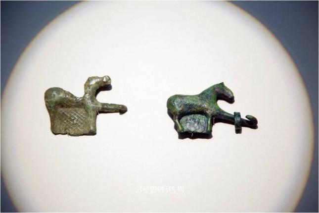 청리고분 A-10에서 출토된 삼국시대 청동 말모양 허리띠 고리, 상주박물관