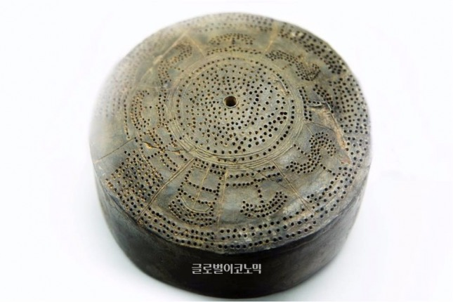 법수 윤외리에서 출토된 가야시대 4세기 점 문양 그릇, 함안박물관