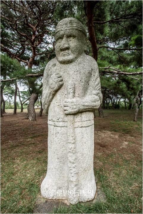 아랍형 무인석, 흥덕왕릉.