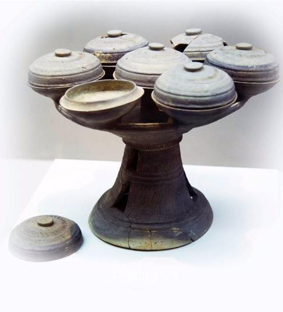 아시고 유적에서 출토된 고훈시대 뚜껑있는 굽다리접시, 가시아라고고연구소
