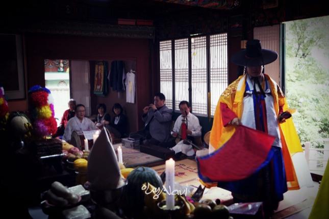 서울굿 한양굿, 성제거리를 하는 만신 김금휘.