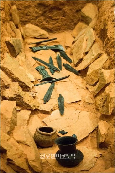 군산선제리 돌무지 나무널 무덤, 군산대박물관.