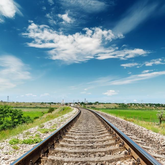 철길을 여러 개 건너가다 기차 밑을 통과하는 꿈은 비상수단을 써서 난관을 극복한다는 걸 암시한다. 자료=글로벌이코노믹