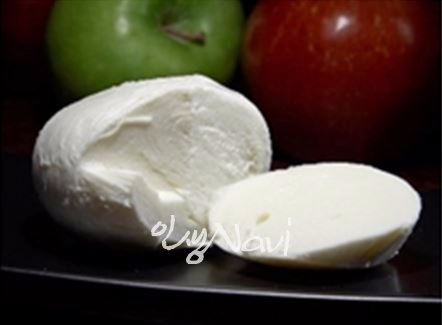 모짜렐라 치즈.