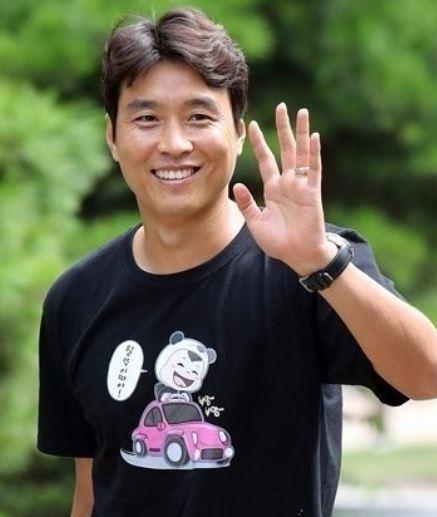 축구선수 이동국은 눈주름과 웃는 모습이 부드러워서 자상하고 가정적인 인상을 준다. 사진=이동국 인스타그램