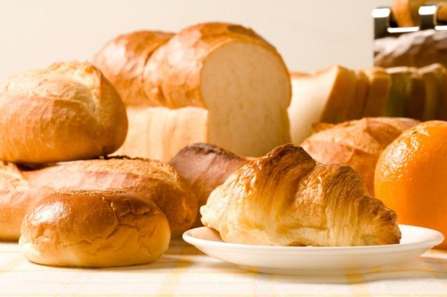 맛있는 빵을 누군가에게 주고 받는 사람이 기뻐하는 꿈은 그 누군가로부터 좋은 호의를 받게 될 것임음 알시하는 길몽이다. 자료=글로벌이코노믹