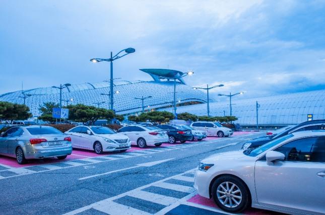 차들이 집안 가득히 주차해 있는 꿈은 지금 하고 있는 사업에 협조자가 나타나 사업이 번창하고 재물이 늘어나게 됨을 상징하는 길몽이다. 자료=글로벌이코노믹