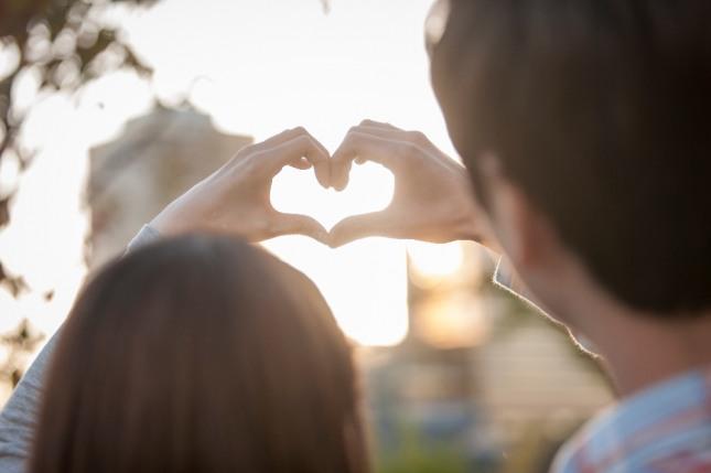 사랑하는 연인(애인)과 데이트 하는 꿈은 솔로라면 만남을시작하거나 데이트하게 될 것이며 연인(애인)이 있다면 결혼까지 생각할 수 있음을 암시하는 길몽이다. 자료=글로벌이코노믹