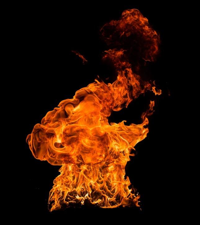 불이 활활 타도록 불을 피우고 있는 꿈은 재산이 늘어날 것을 암시하는 길몽이다. 자료=글로벌이코노믹