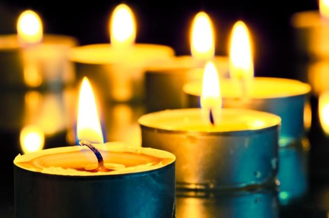 촛불을 켜놓고 기도하는 꿈은 간절한 소망을 암시한다. 자료=글로벌이코노믹
