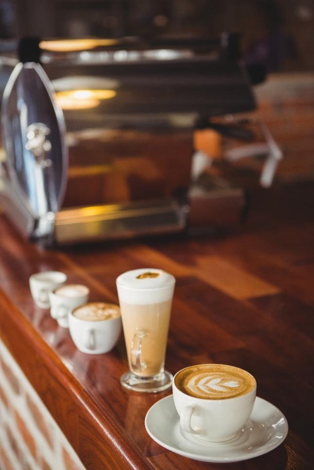 친구나 애인과 음식점이나 커피숍에 들어가는 꿈은 어떤 모임이나 동문회에 참석하여 즐거운 쾌재를 부르게 됨을 상징하는 길몽이다. 자료=글로벌이코노믹