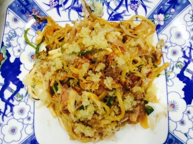 청양고추와 야채튀김을 곁들인 야끼 소바