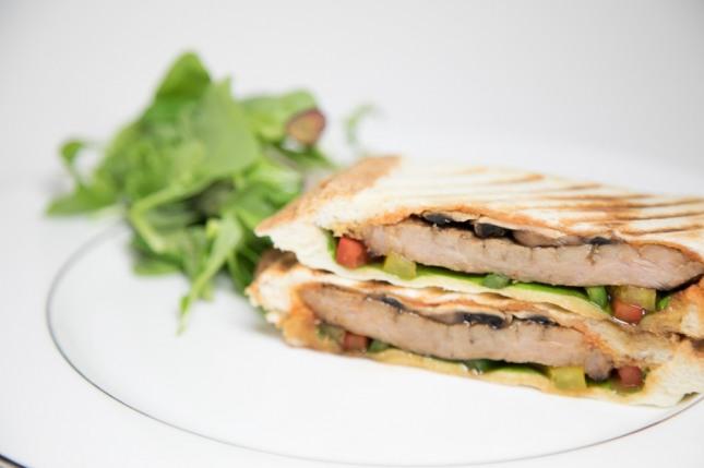 머쉬룸&돼지갈비 샌드위치. 자료=미니쿠치