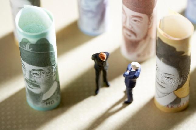돈을 받고 물건을 내주는 꿈은 상대방을 고용하거나 또는 재물의 손실이 있다. 자료=글로벌이코노믹