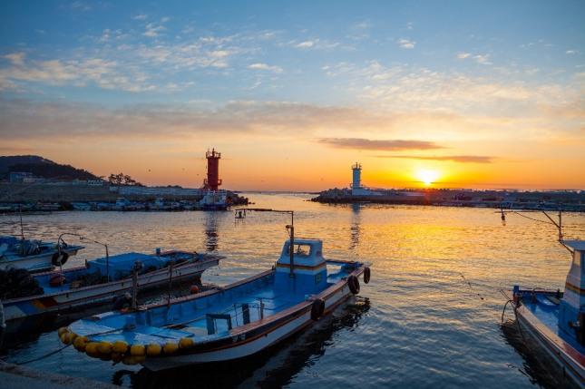 배가 항구를 떠나거나 텅 비어 있는 항구로 돌아오는 꿈은 이별 등 슬픈 일이 일어남을 암시하는 흉몽이다. 자료=글로벌이코노믹