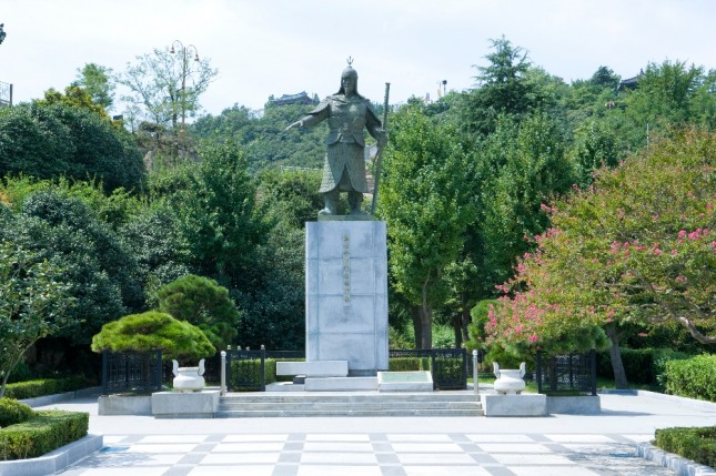 이순신장군 동상이 보이는 꿈은 뜻밖에 행운의 여신이 찾아와 입학, 승진, 당선, 합격, 취직 등 집안에 경사가 생긴다. 자료=글로벌이코노믹