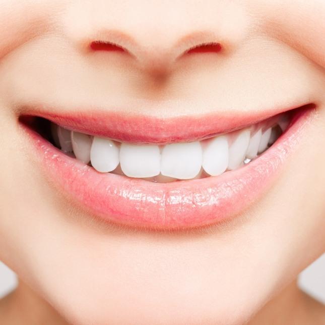자신의 치아가 고르고 새하얀 치아가 반짝거리고 있다면 일의 성공이나 행복, 자신감 또는 건강을 암시하는 길몽이다. 자료=글로벌이코노믹