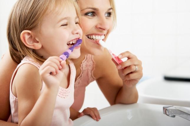 치아가 누렇거나 검게 변하는 꿈은 집안에 좋지 않은 일들이 일어날 수 있음을 암시하는 흉몽이다. 자료=글로벌이코노믹