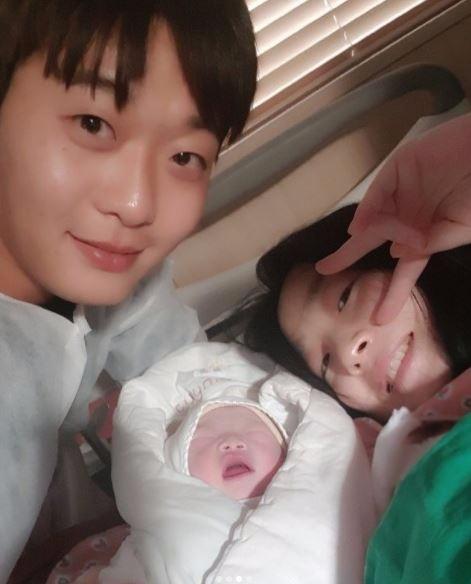 야구선수 정인욱과 개그우먼 허민이 7일 득녀했다.  사진 = 허민 인스타그램