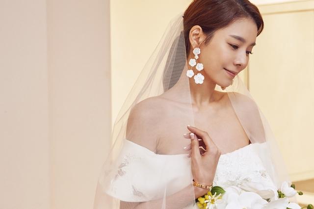 탤런트 황지현(36)이 오는 10월 3일 연상의 사업가와 결혼식을 올린다. 사진=브룸스틱 제공