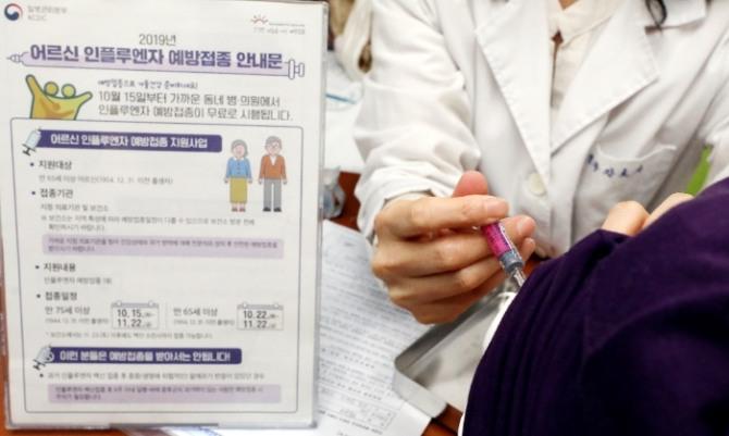 질병관리본부는 지난 15일부터 어린이와 어르신, 임신부를 대상으로 인플루엔자(독감) 백신 무료접종을 실시하고 있다. 사진=뉴시스